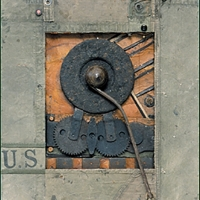 Kriegsmaschinerie – Geschützteile, Zeltstoff, Holz, Leder, 2001