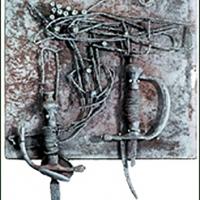 Dolch und Degen – Fragmente von Stichwaffen, Draht, Patronenspitzen, 1999