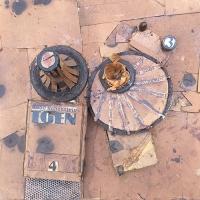 Hoffnungslos – Päckchenkarton, Artefakte-Fragmente, 2000